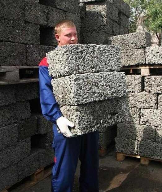 видео как сделать блоки из опилок